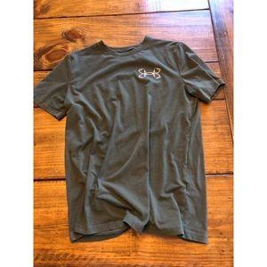 Under Armour T-Shirt - Size L